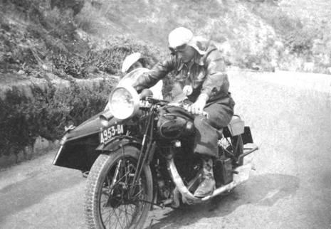Léon Markarian sur son side-car
